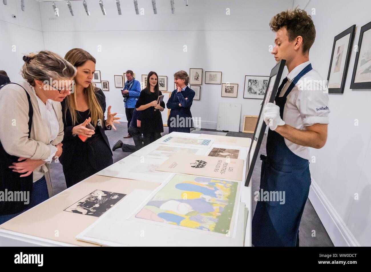 London, Großbritannien. 12 Sep, 2019. Die komplette, multi-Artist Album Les Peintres-Graveurs, Schätzung von 500.000 £ £ 1.000.000, im Besitz von Händler und Verleger Ambroise Vollard. Er war verantwortlich für die Validierung der Lithographie als Kunstform, als auch die Ausbreitung der größten Impressionistischen und Post-Impressionist Artists. In Paris 1896 ausgestellt, seine erste multi-artist Portfolio Les Peintres-Graveurs umfasst 22 Ausdrucke durch die Gleichen von Pierre Bonnard, Odilon Redon, Théo Van Rysselberghe, Auguste Renoir, und Edouard Vuillard. Credit: Guy Bell/Alamy leben Nachrichten Stockfoto