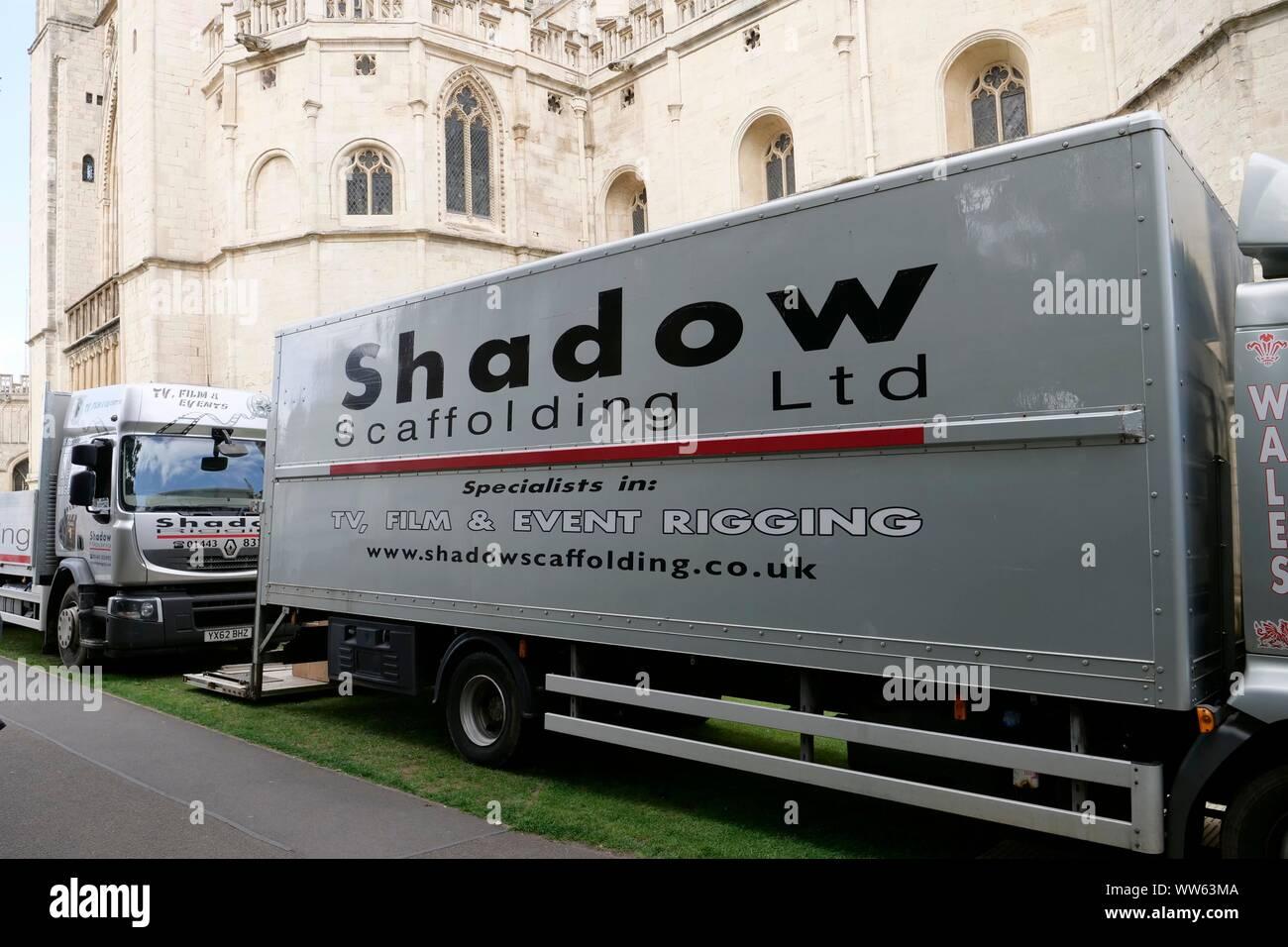 Film Crew einrichten, hinten an der Kathedrale von Gloucester heute, für eine Sky TV-Produktion. Bild von Andrew Higgins / Tausend Wort Medien Stockfoto