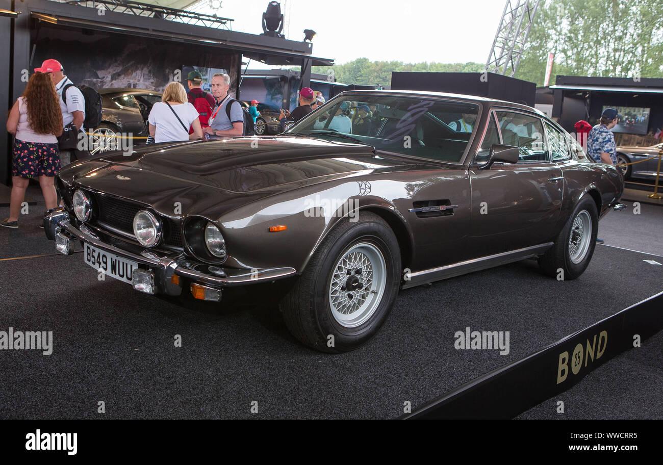 Der Aston Martin V8 B 549 Wuu Die Im 25 James Bond Film Wird Keine Zeit Zu Sterben In Silverstone Als Teil Des Touring Bond In Stockfotografie Alamy