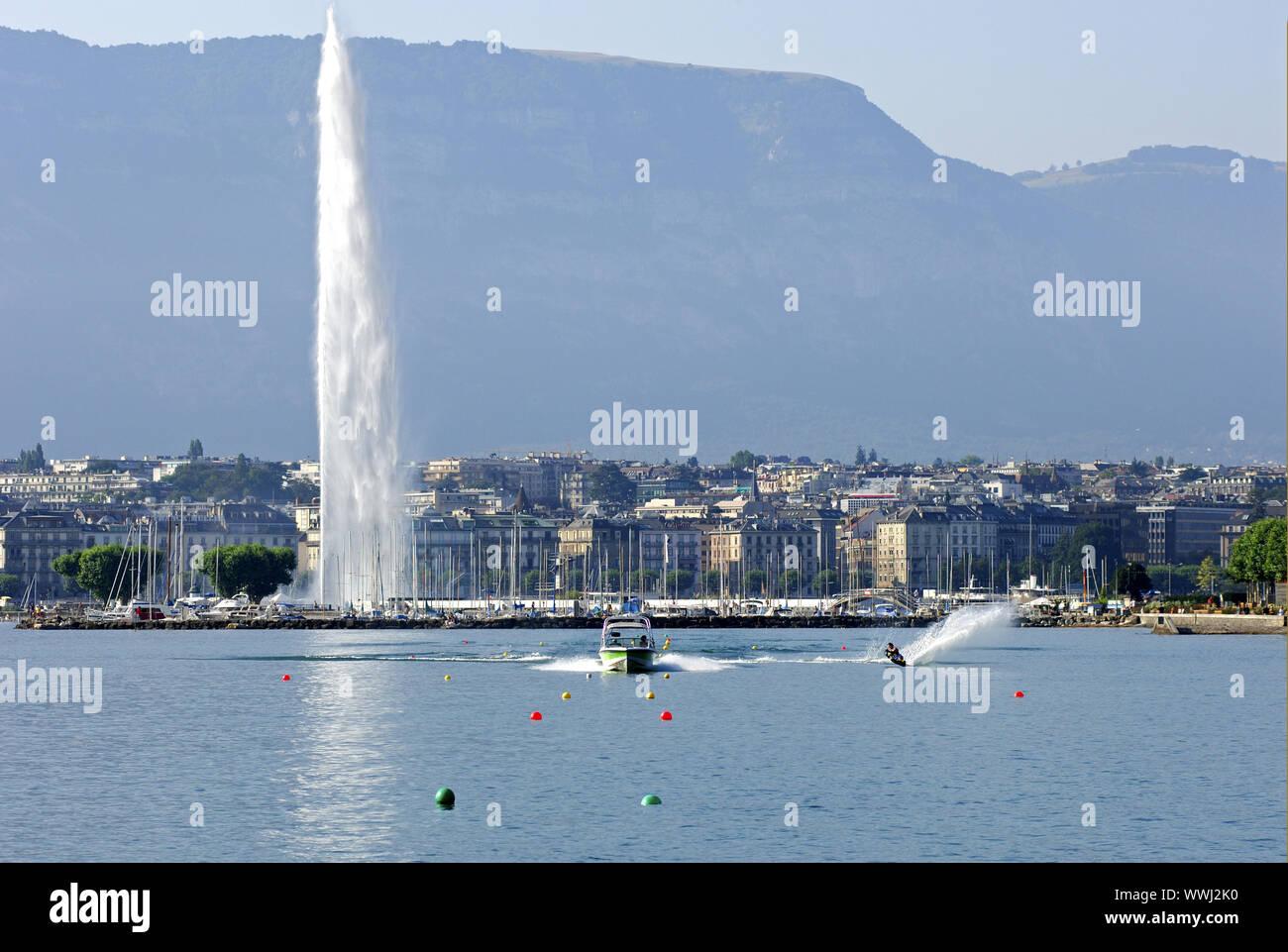 Wasserski vor der Jet d'Eau, Genf Stockfoto