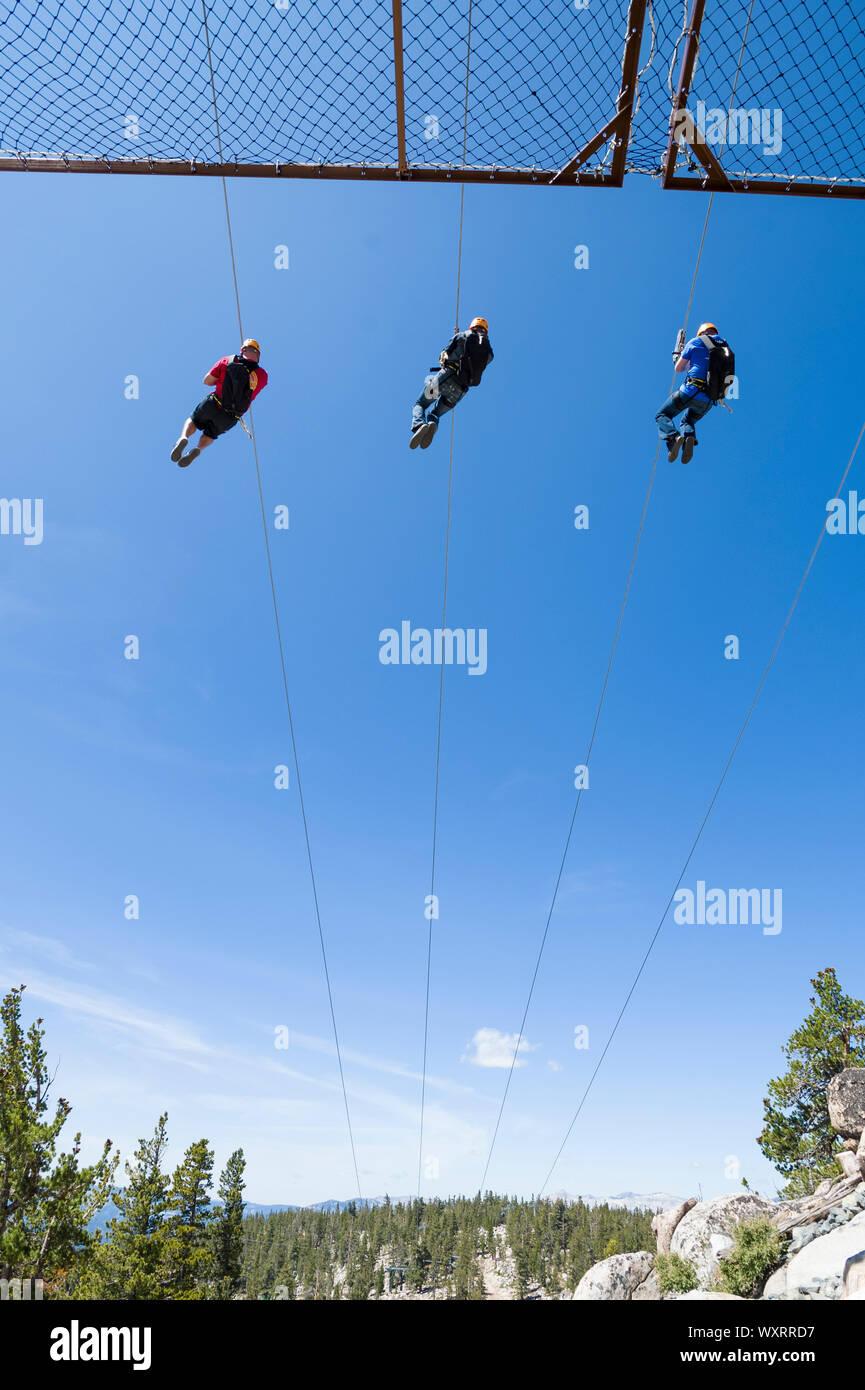 Heavenly Valley Zip Line und Sommer Freizeit in South Lake Tahoe, Kalifornien an der Spitze des Berges. Stockfoto