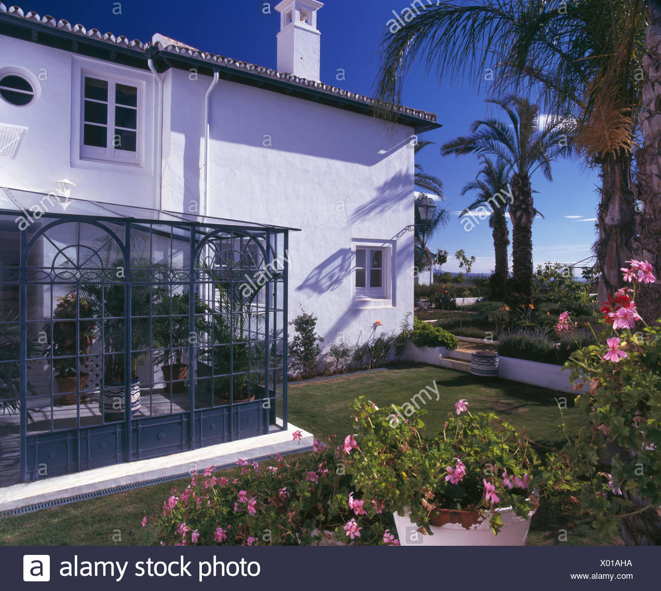 exteriors traditional conservatories stockfotos exteriors traditional conservatories bilder. Black Bedroom Furniture Sets. Home Design Ideas