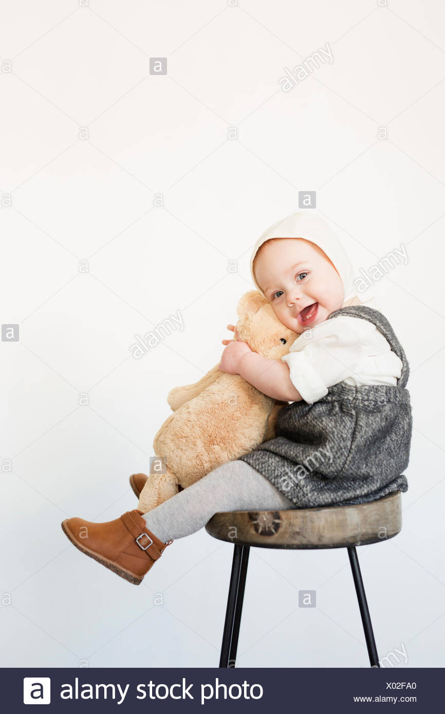 Young Girl Sitting On Stool Stockfotos & Young Girl Sitting On Stool ...