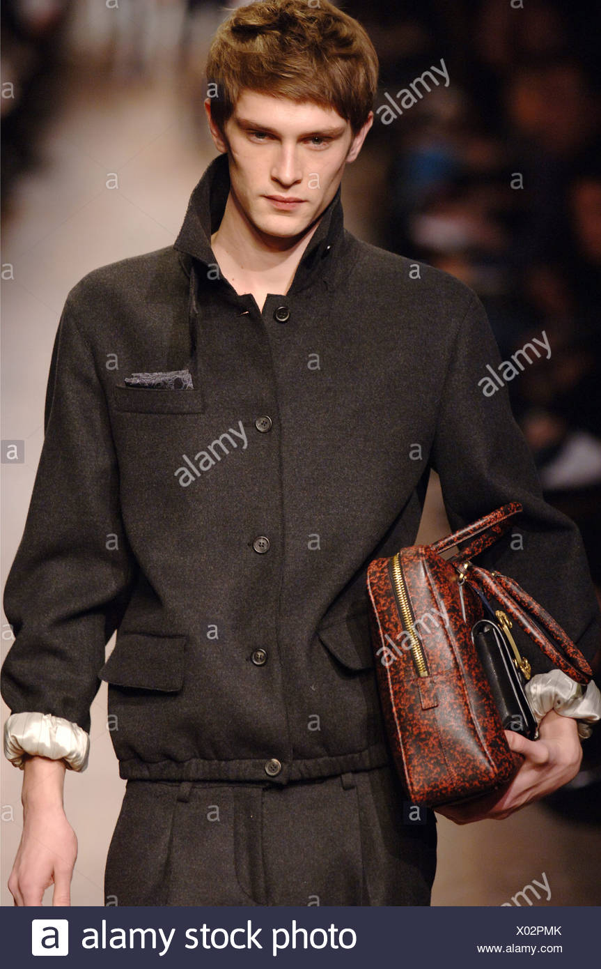 Menswear Milan Blonde Male Wearing Stockfotos & Menswear