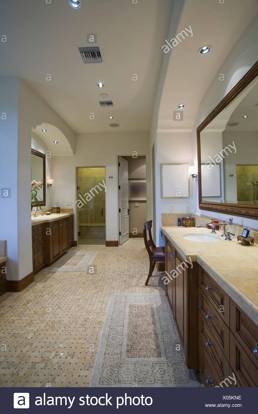 Palm Springs Badezimmer Mit Mosaik Gefliesten Boden Stockfotografie Alamy