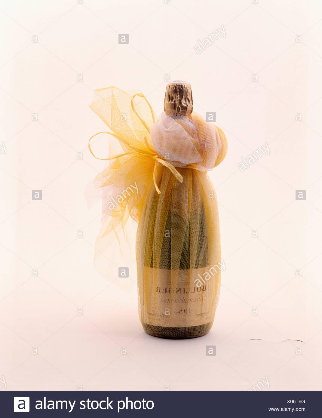 Häufig Nahaufnahme der Flasche Champagner mit gold Voile für Weihnachten ZG77