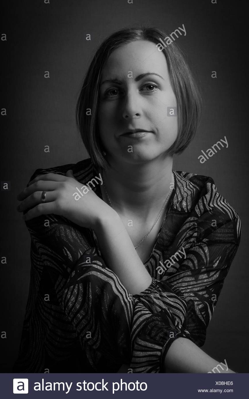 Close-up Portrait einer ernsten jungen Frau Stockfoto
