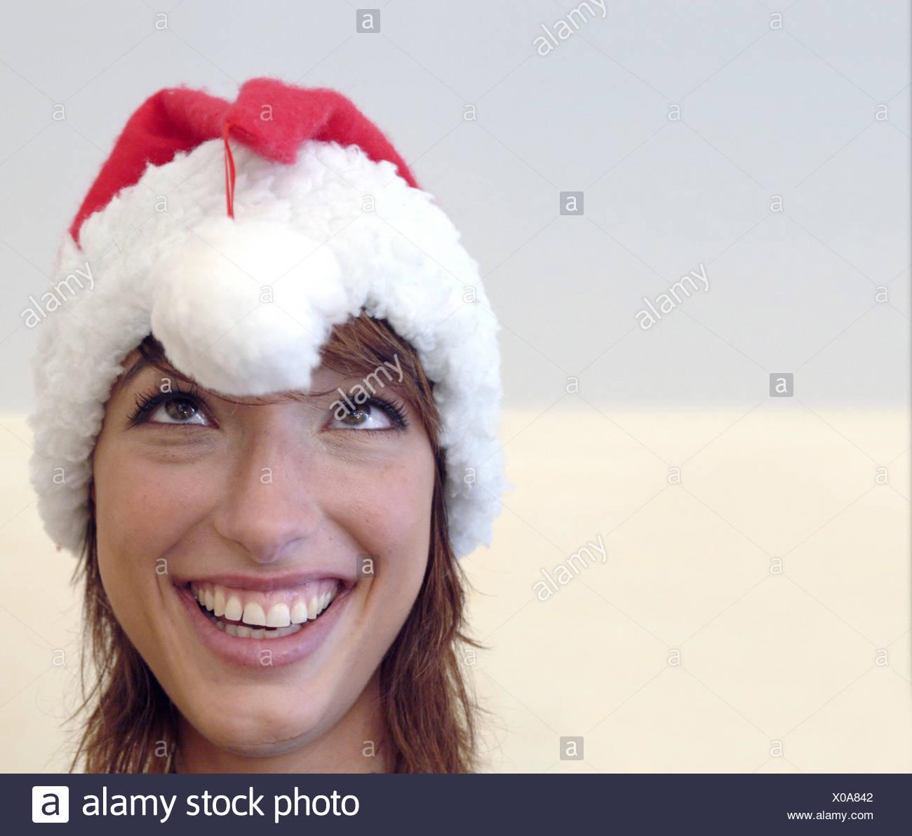 Frau, junge, Lächeln, da schielen, Bommel, die Weihnachtsmütze ...