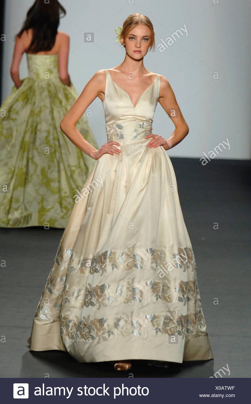 Ausgezeichnet Welches Kleid Zu Einer Hochzeit Im Herbst Zu Tragen ...