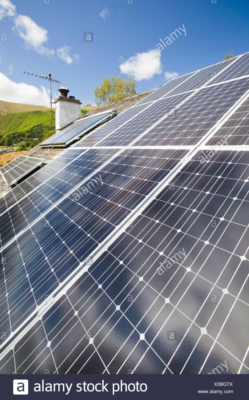 Charming Solar Strom (Photovoltaik) Und Solarthermie (Warmwasser) Panels Auf Einem  Hausdach In Grasmere