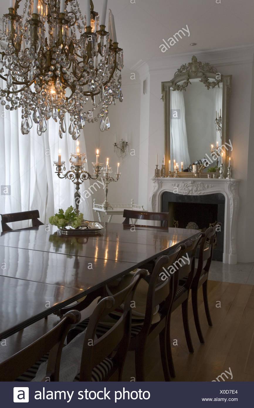Flach Esszimmer Kamin Spiegel Esstisch Kronleuchter Kerzen