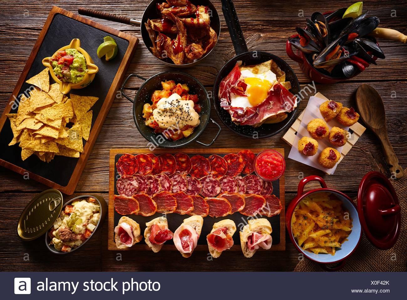 Tapas aus Spanien abwechslungsreichen Mix aus mediterranen Essen Rezepte. Stockbild