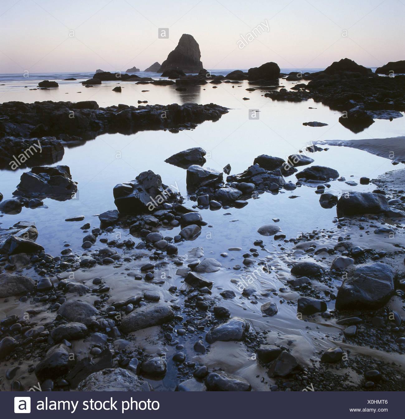USA, Oregon, Cannon Beach Galle Küste, menschenleer, Dämmerung, Nordamerika, Westküste, Küste, Steinen, Felsen, Ausfahrt, Einsamkeit, menschenleer, Natur, Ruhe, Stille, unberührte, geheimnisvoll, mystisch, morgen tuning, Stockbild