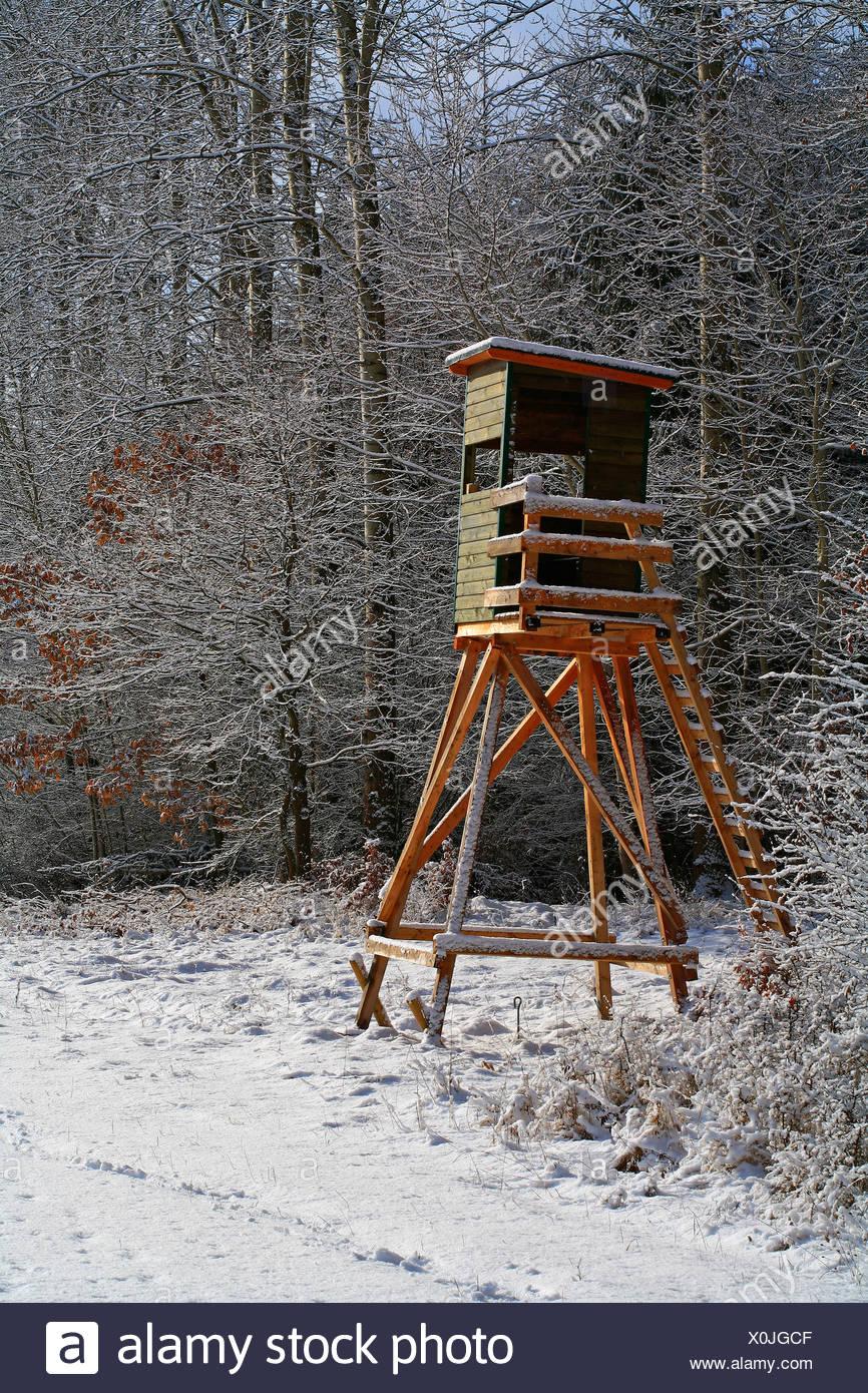 Jagd-Stand, erhöhte Blind Ansitz im winter Stockbild