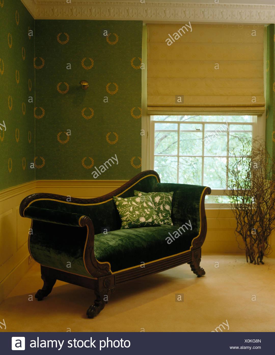 Bettwasche Blind Auf Fenster Im Land Schlafzimmer Mit Franzosischen