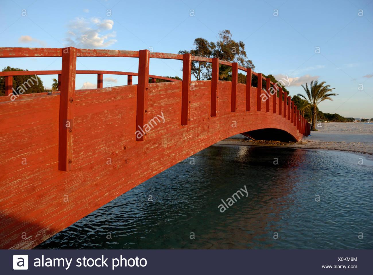Haken in Holzbrücke