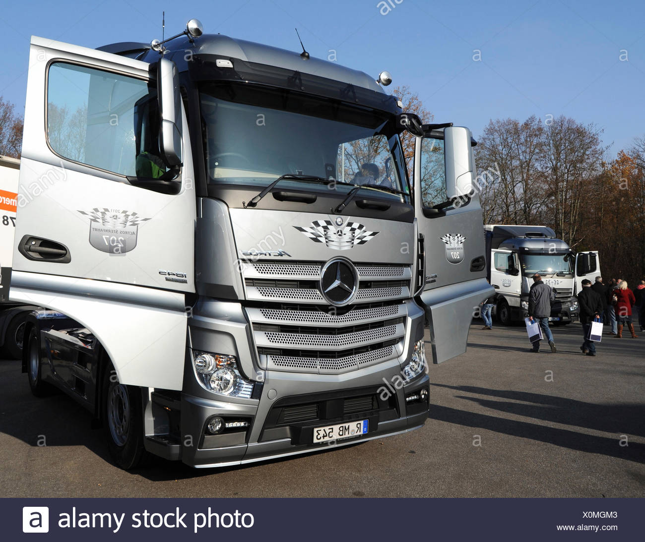 mercedes actros stockfotos mercedes actros bilder alamy. Black Bedroom Furniture Sets. Home Design Ideas