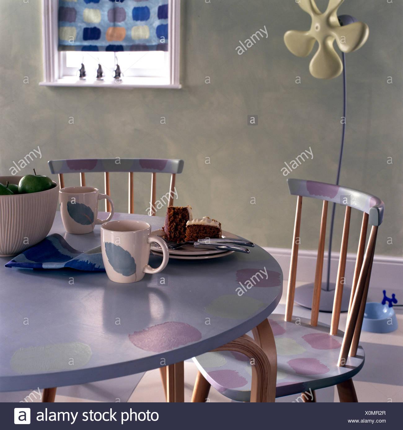 Einfach Tisch Und Stühle Mit Pastell Farbe Angepasst Stockfoto Bild