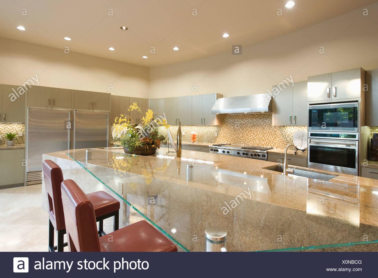 Breakfast Bar Stool Stockfotos & Breakfast Bar Stool Bilder - Alamy