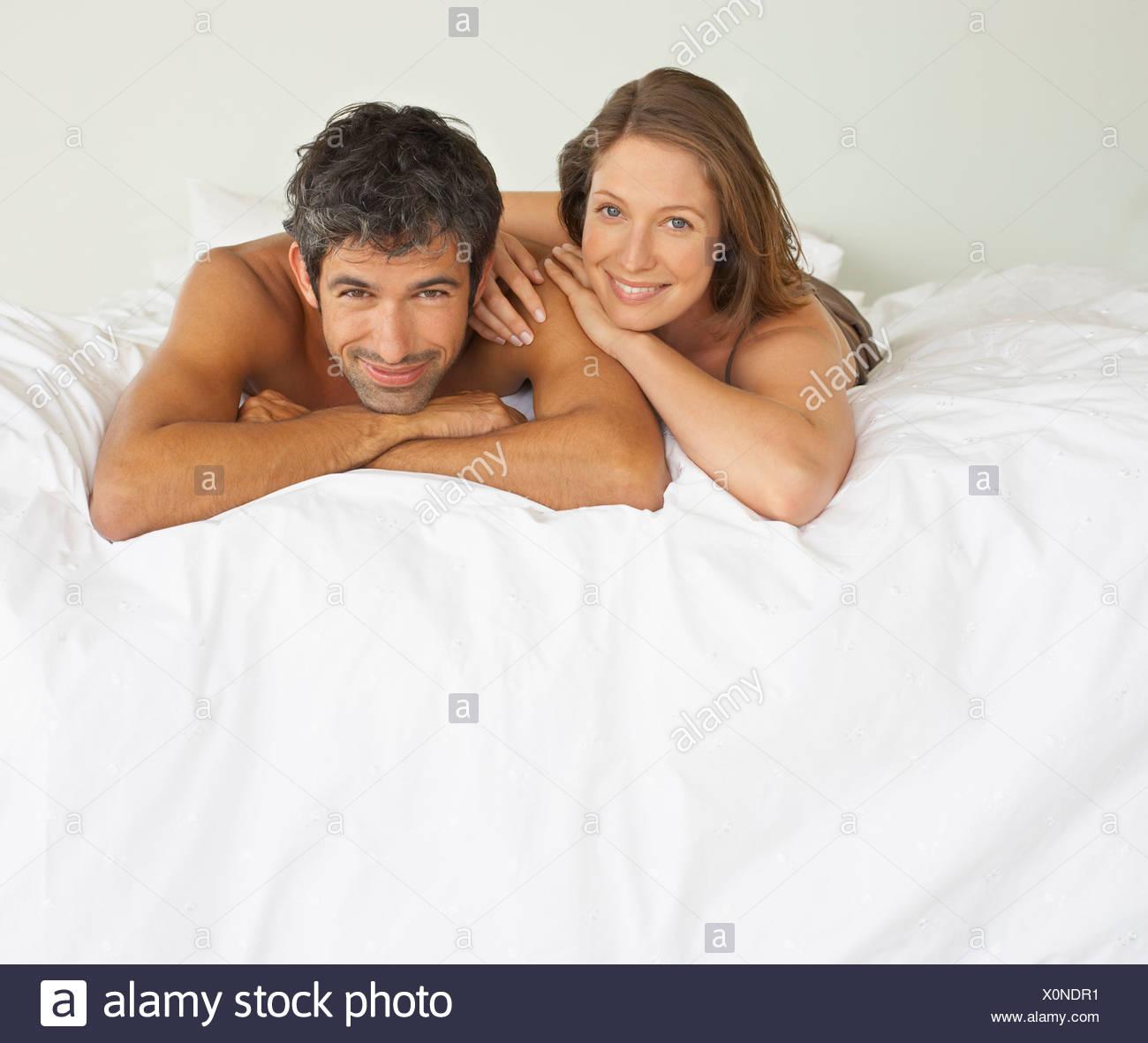 Frau Und Mann Im Bett Liegend Stockfoto Bild 275837717 Alamy