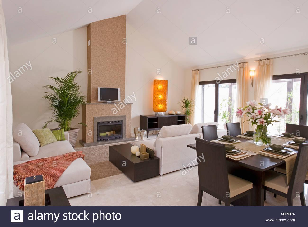 Country interiors livingrooms modern stockfotos country for Braune ledersessel