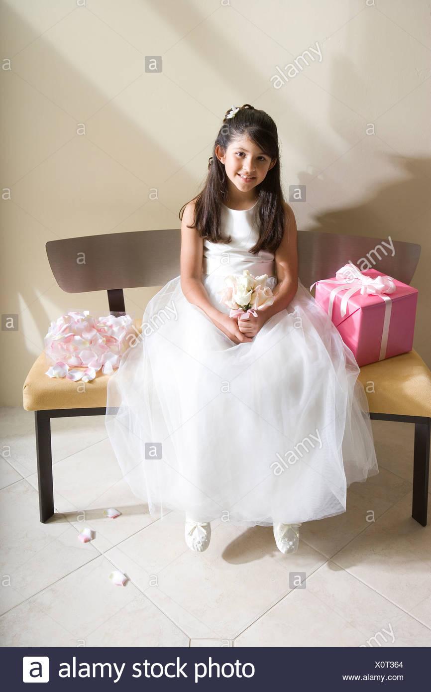Niedlich Kleine Mädchen Brautjunferkleider Bilder - Brautkleider ...