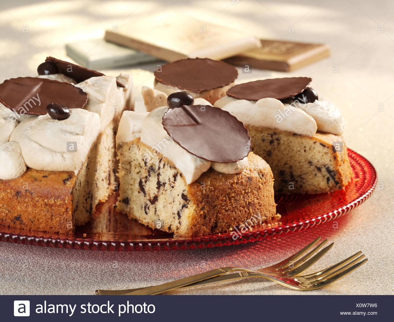 Cappuccino Kuchen Mit Schokolade Verzieren Stockfoto Bild
