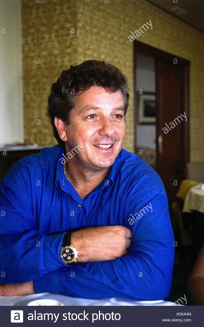 Michael Schanze, * 15.1.1947, deutsche Moderatorin und Sängerin, halbe Länge, 1997, Gelenkarme, überquert haben, sehen Sie, Stockbild