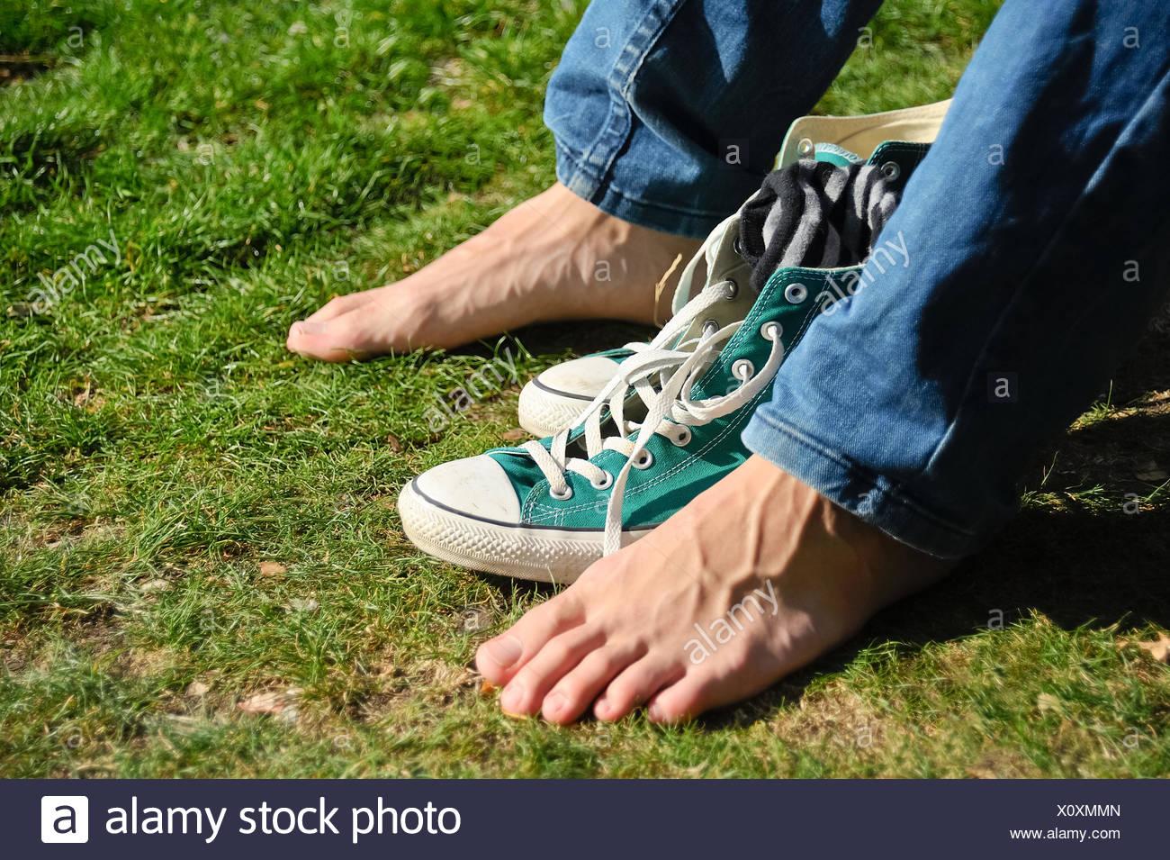 5aae2144edf8c7 Nackt und barfuß Schuhe Stockfoto