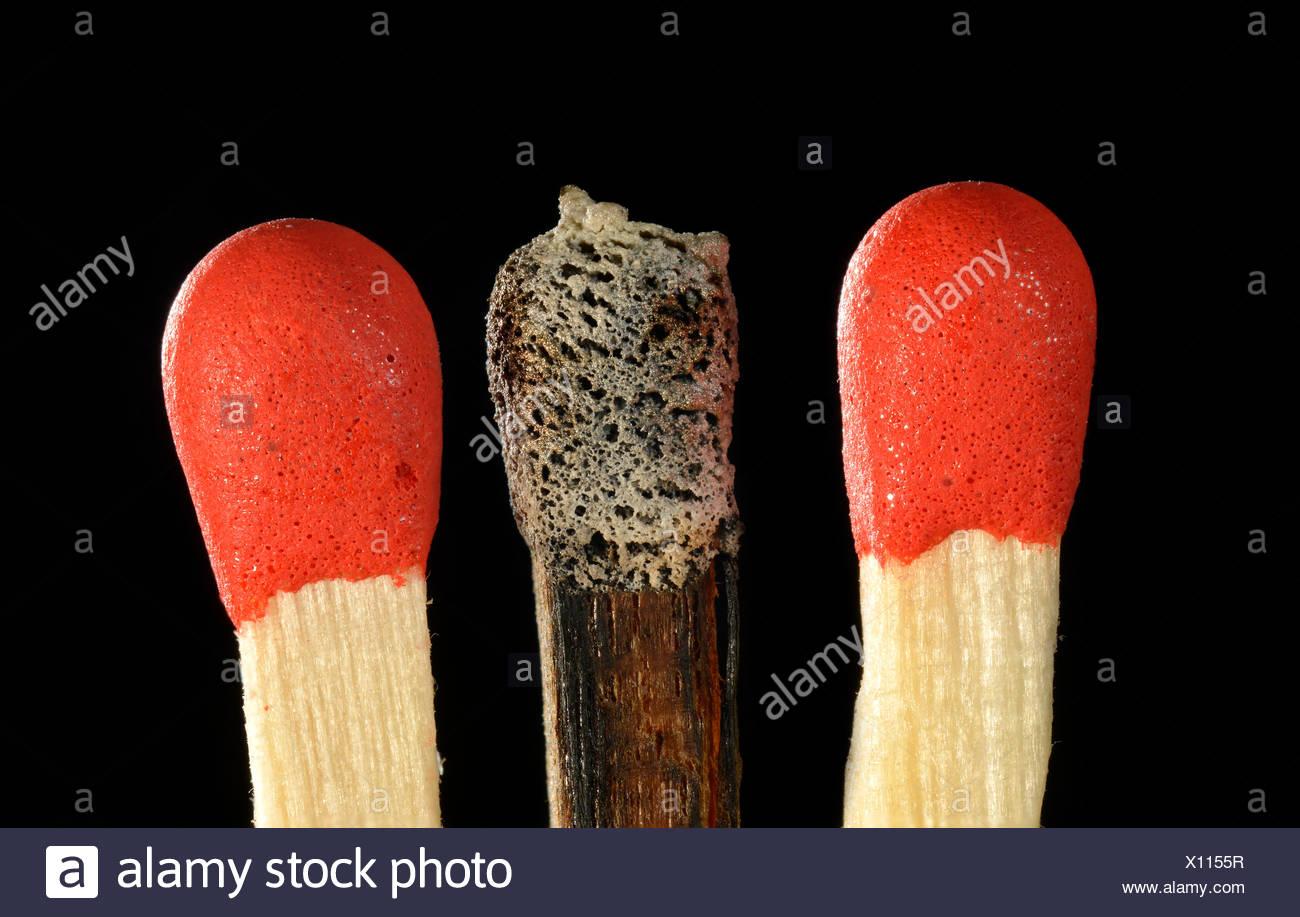 Spiele mit einem verbrannten Streichholzkopf, symbolisches Bild von Burn-Out, Mobbing, Ausgrenzung, Einzelgänger, Deutschland Stockbild