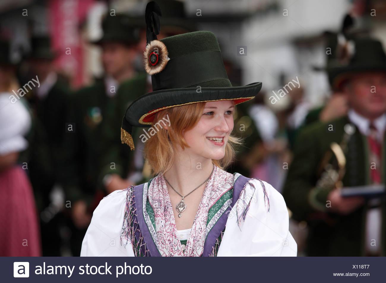 Junge Frau in Tracht, Narzissenfest Narcissus-Festival in Bad Aussee, Ausseer Land, Salzkammergut Bereich, Steiermark, A Stockbild