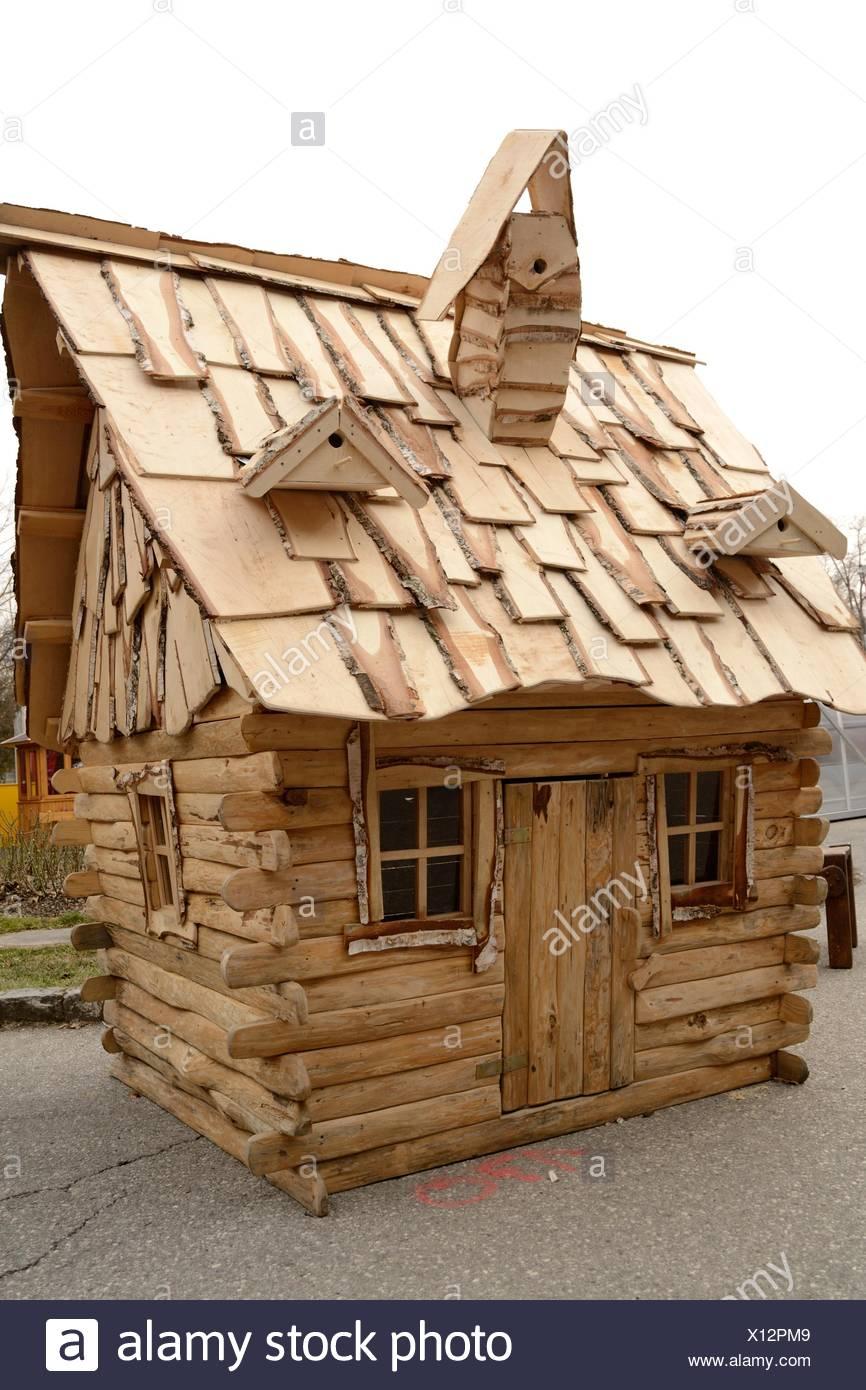 Kleines Holzhaus Stockfoto Bild 276042265 Alamy