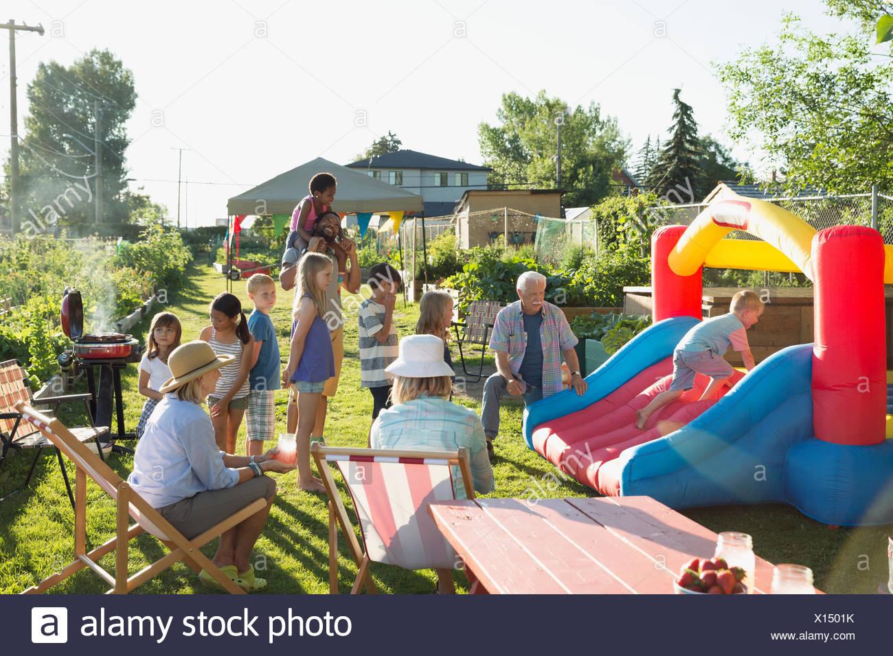 Kids Play Stockfotos & Kids Play Bilder - Alamy