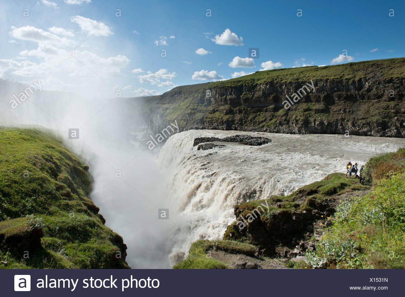Großer Wasserfall Gullfoss, Fluss Hvítá mit Gischt und Regenbogen, Golden Circle, Island, Skandinavien, Nordeuropa, Europa Stockbild