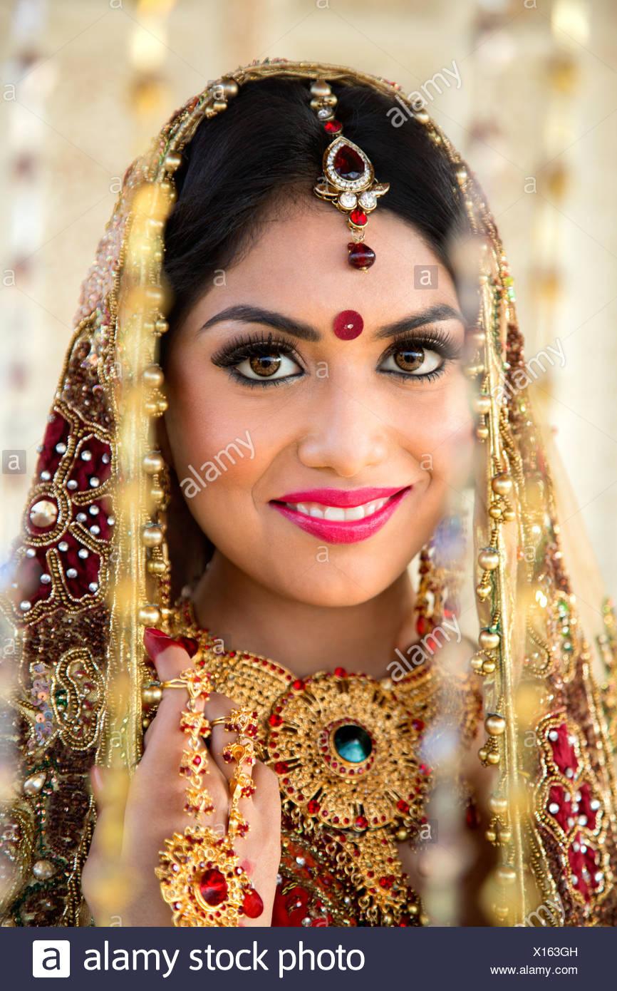Groß Brautkleider Für Indische Bräute Fotos - Brautkleider Ideen ...