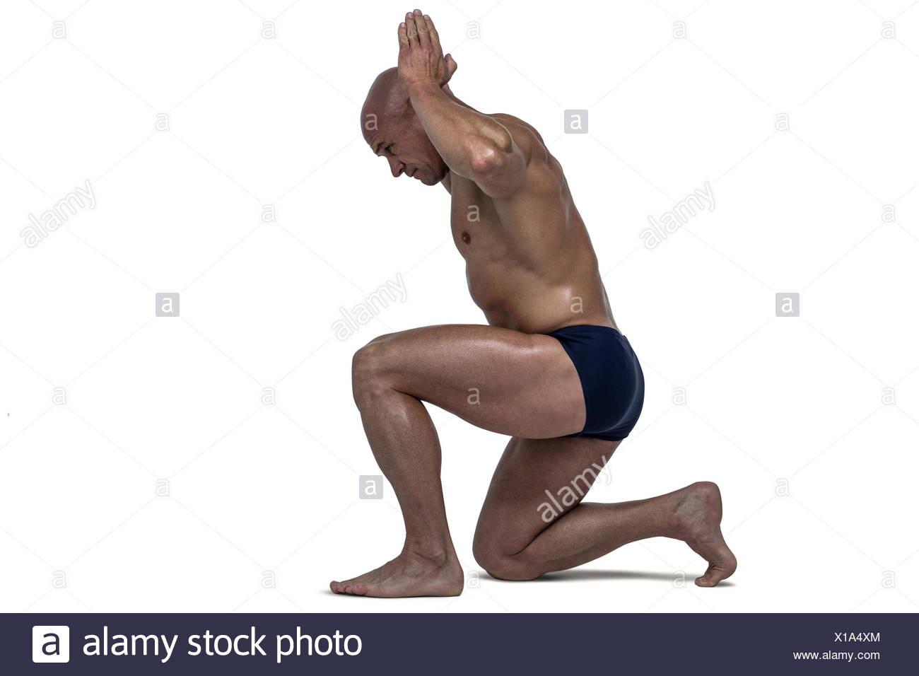 Male Bodybuilder Flexing Muscles Side Stockfotos & Male Bodybuilder ...