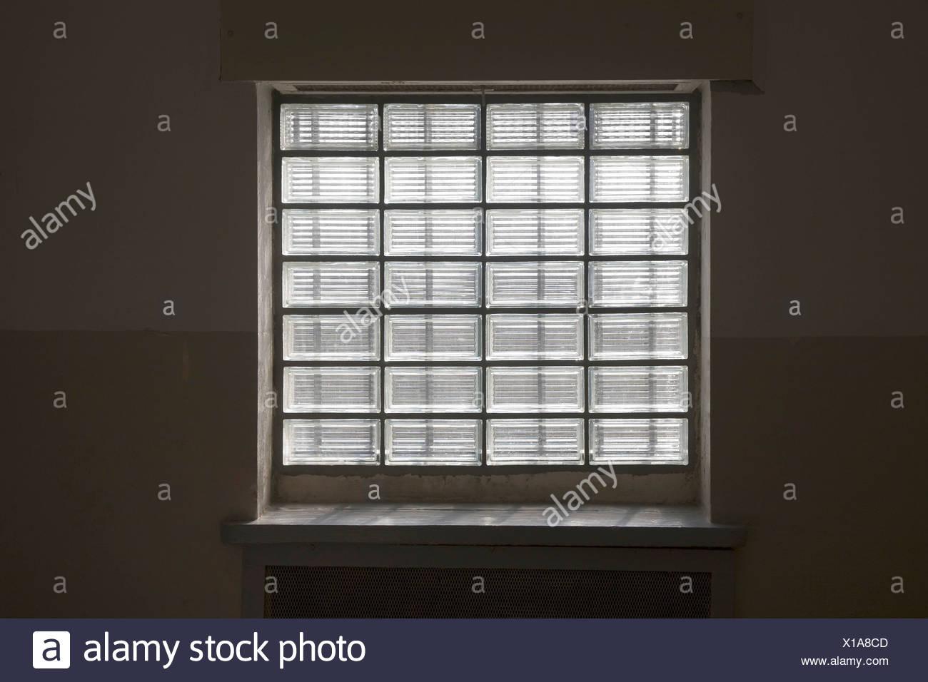 Fenster Aus Glasbausteinen typische gefängnis fenster bestehend aus glasbaustein gedenkstätte