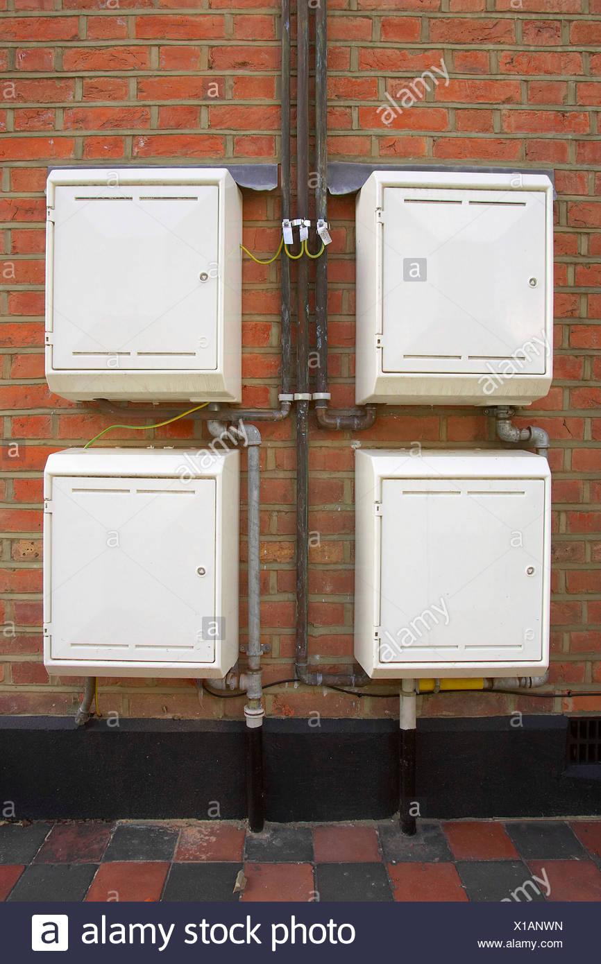 Vier Gas-Zähler-Schränke außerhalb eines Privathauses Stockfoto ...