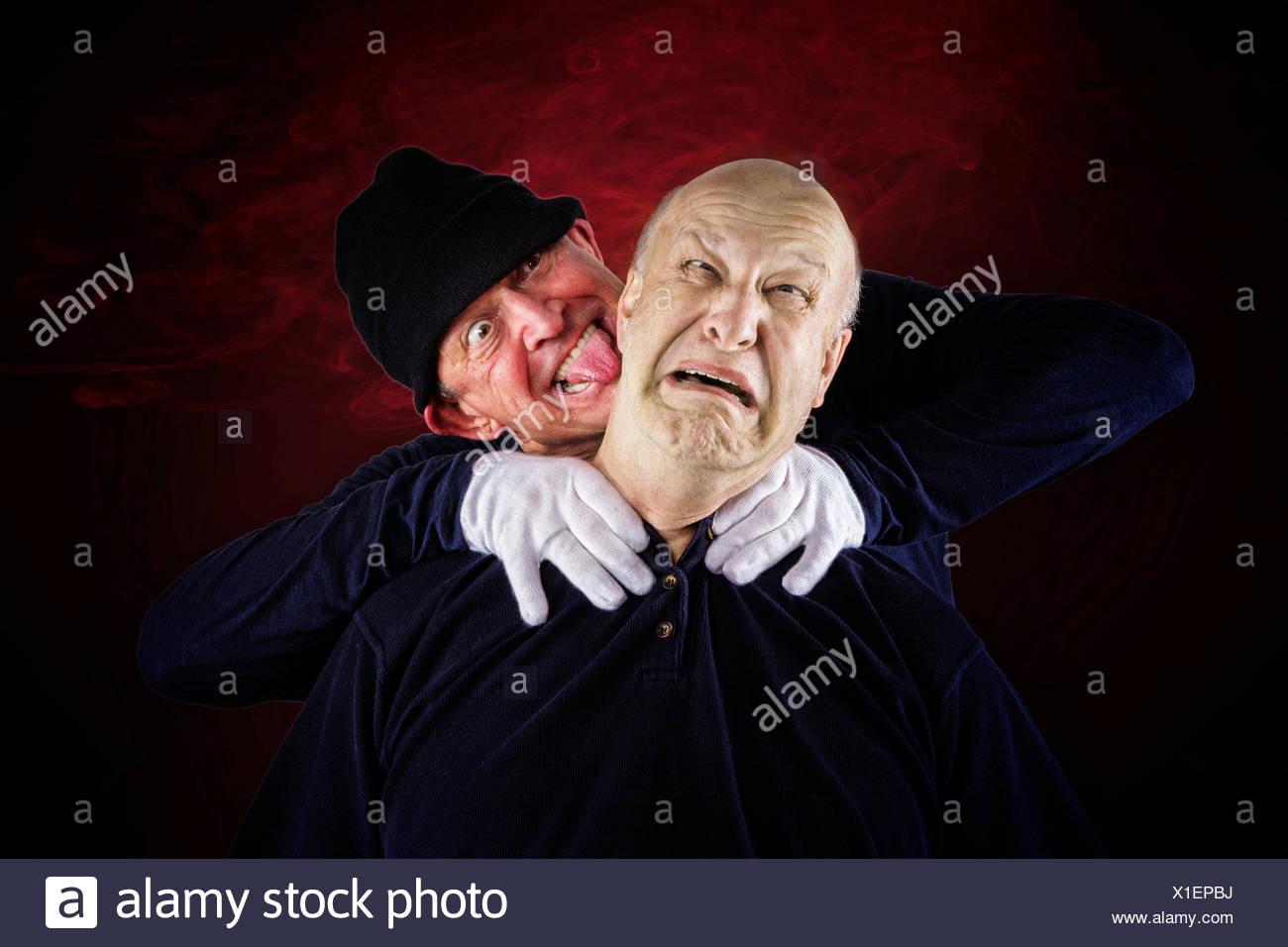 Senioren, 62 Jahre, erstickt seine Partnerin, 55 Jahre, nach einem Streit Stockbild