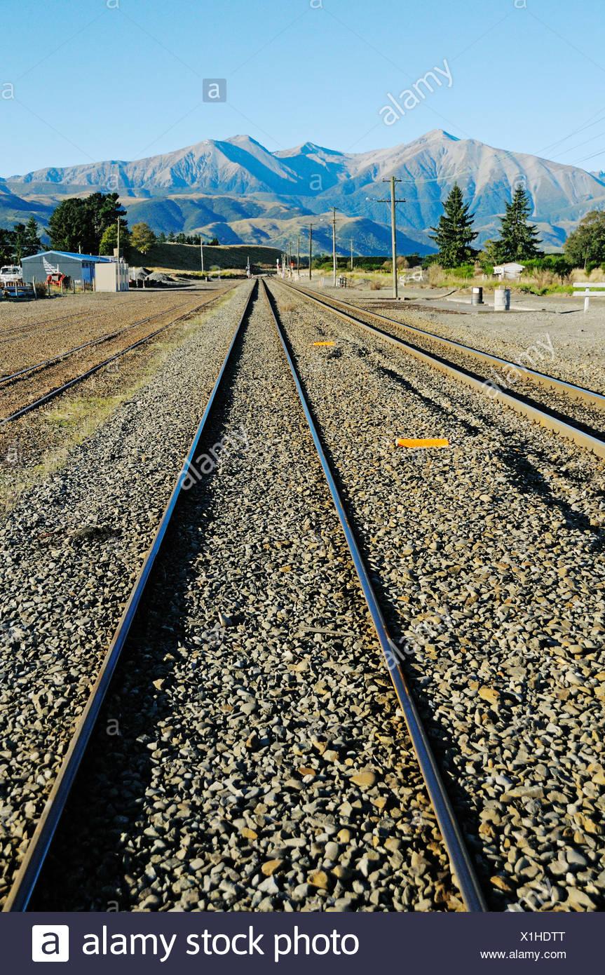 Schienen der Bahn Linie TranzAlpine, Trans Alpine von Kiwi Rail, ausgeführt durch die Südalpen zwischen Christchurch und Stockbild