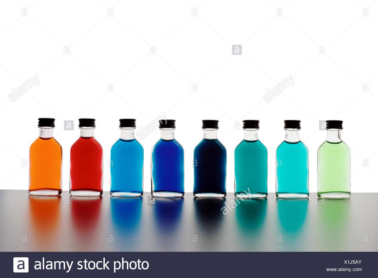 Farbe Flasche blau Glanz erstrahlt hell lucent leichte heitere leuchtende Gesundheit Stockbild