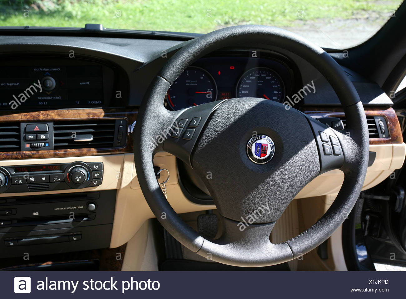 interior steering wheel luxury wooden stockfotos. Black Bedroom Furniture Sets. Home Design Ideas