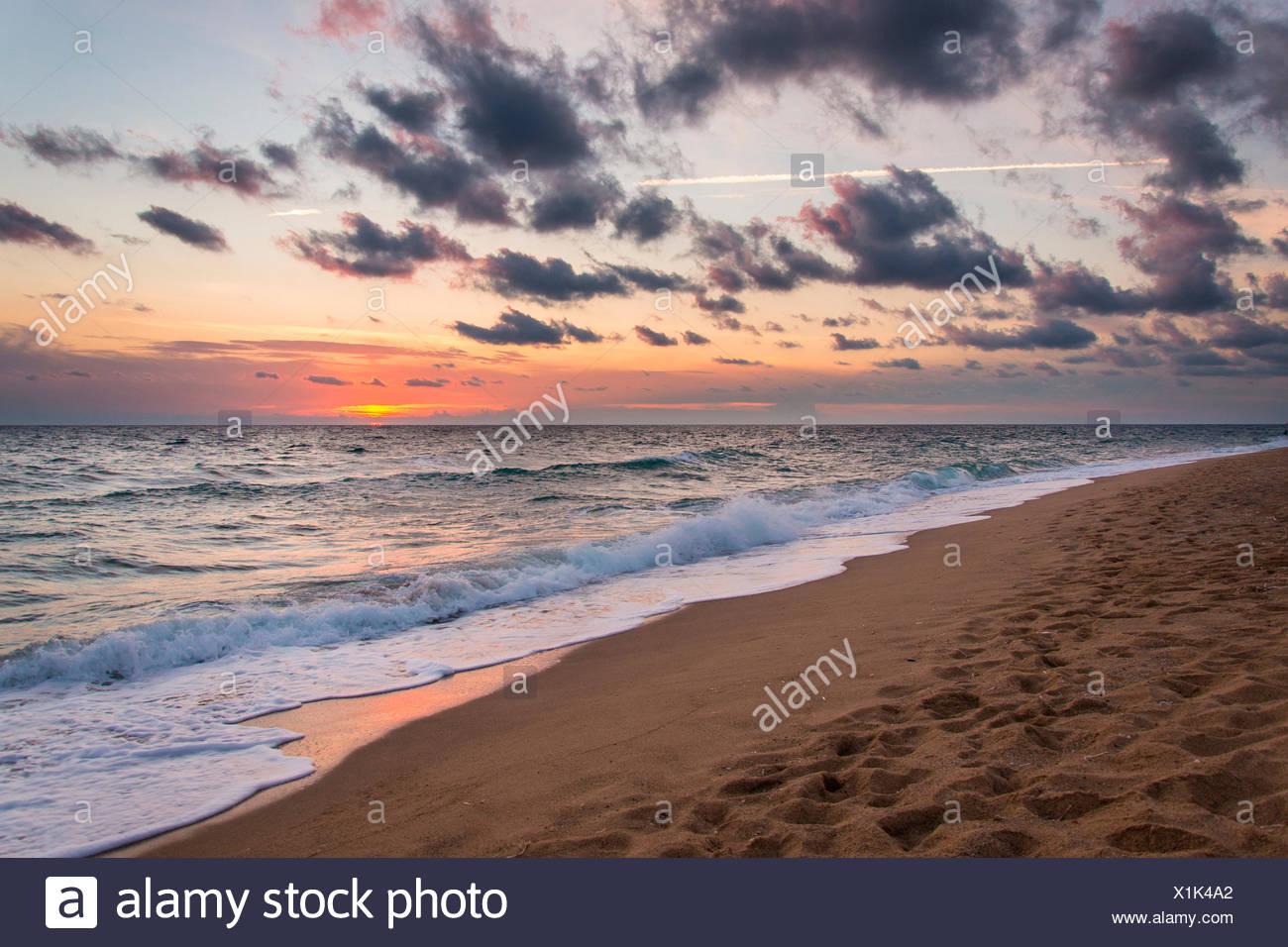Sonnenuntergang am Strand von Piscinas, Costa Verde, Arbus, Provinz Medio Campidano, Sardinien, Italien, Europa. Stockbild