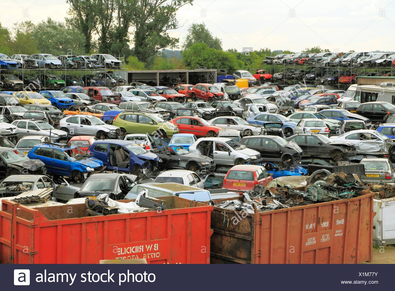 Zerstörte Fahrzeuge Dump, Schrottplatz, recycling-Depot Autos Schrottplätze dumps Depots Fahrzeug Wracks Wereham Norfolk England UK Stockbild
