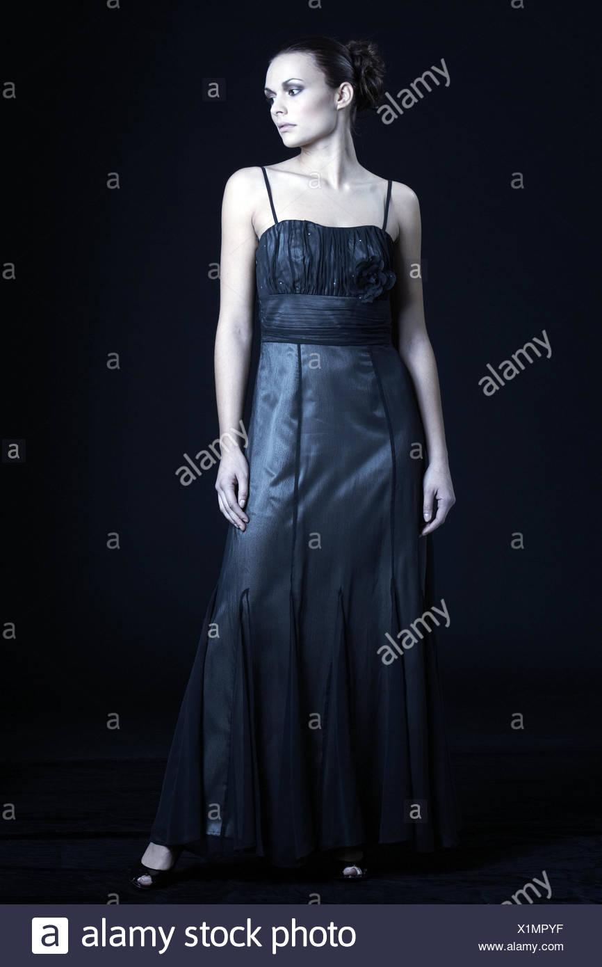 timeless design 04662 c69f2 Frau, jung, Abendkleid, ernst, Menschen, hohe Frisur, Kleid ...