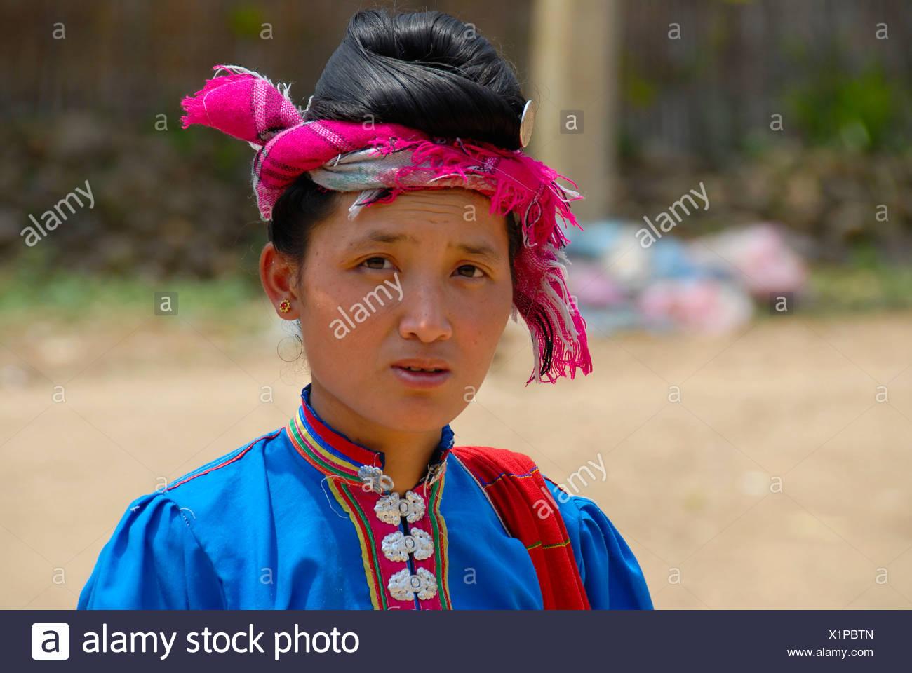 Frau Tai Dam ethnischen Gruppe tragen traditionelle Kleidung, Muang Mai, Provinz Phongsali, Laos, Südostasien Stockbild