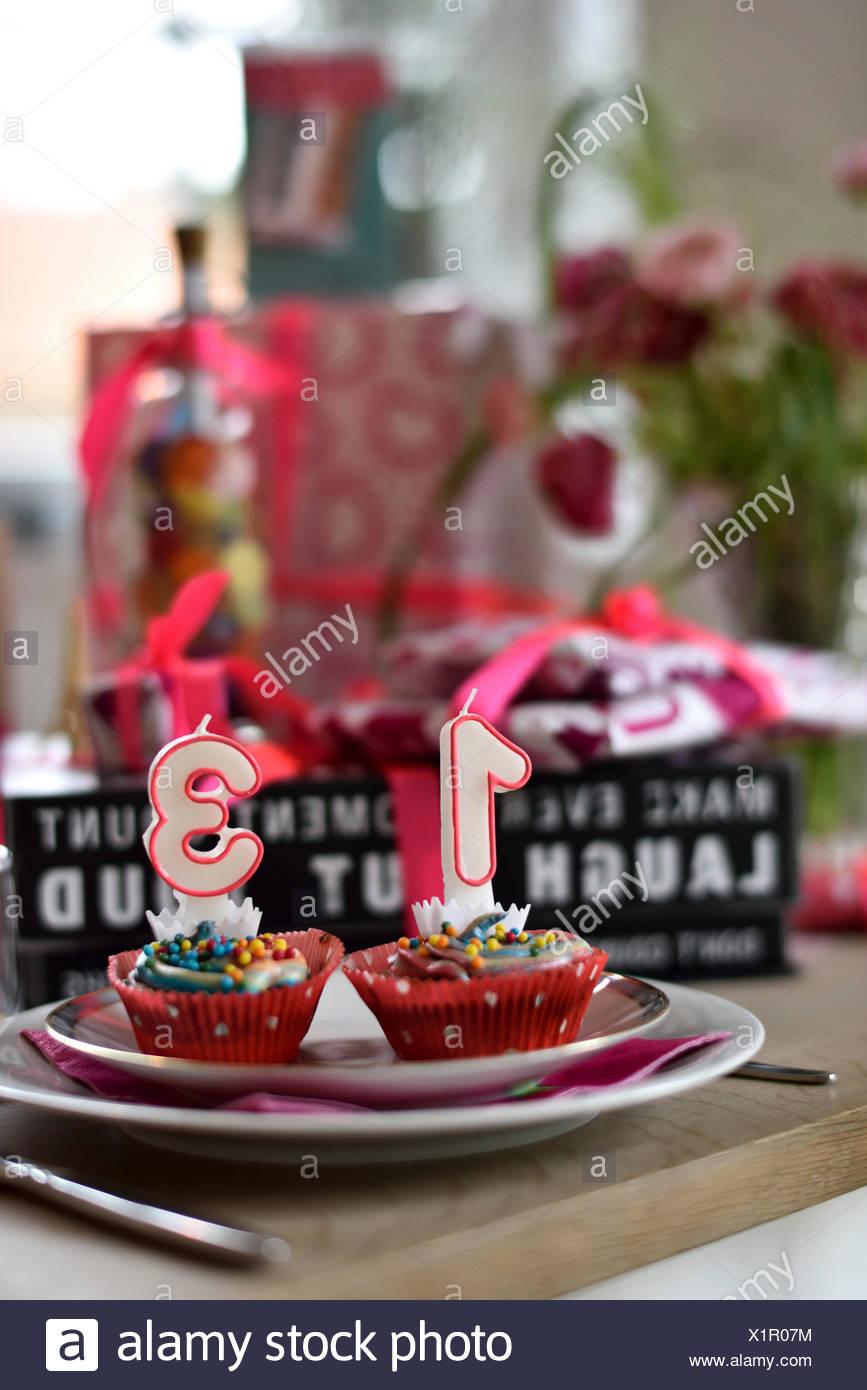 Tischdekoration Fur Teenager Geburtstag 13 Jahre Stockfoto Bild