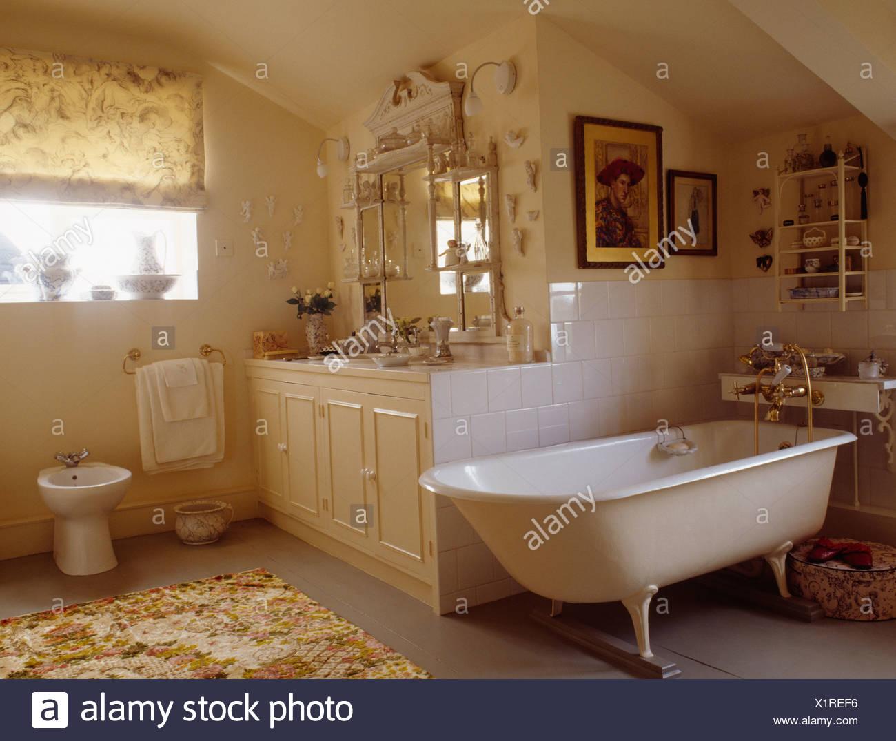 Rolltop Badewanne In Ecke Land Badezimmer Mit Supraporte Spiegel