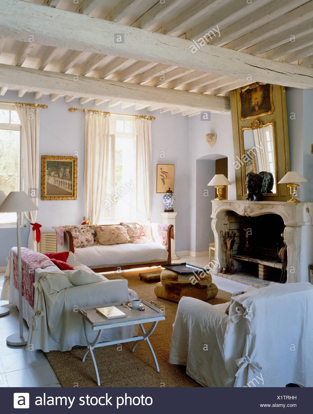 Weiß lose deckt auf Sessel und Sofas in französischer ...