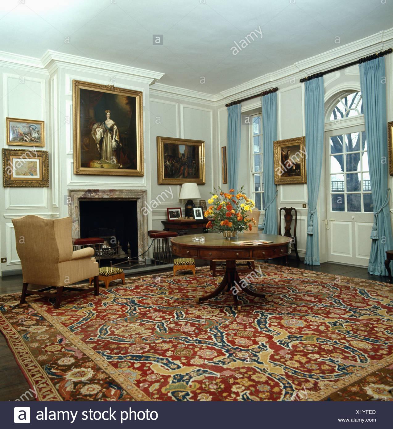 blauer runder teppich trendy teppich mit farbverlauf with. Black Bedroom Furniture Sets. Home Design Ideas